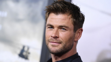 Chris Hemsworth Chased By Persistent Indian Fan On Street The Business Standard